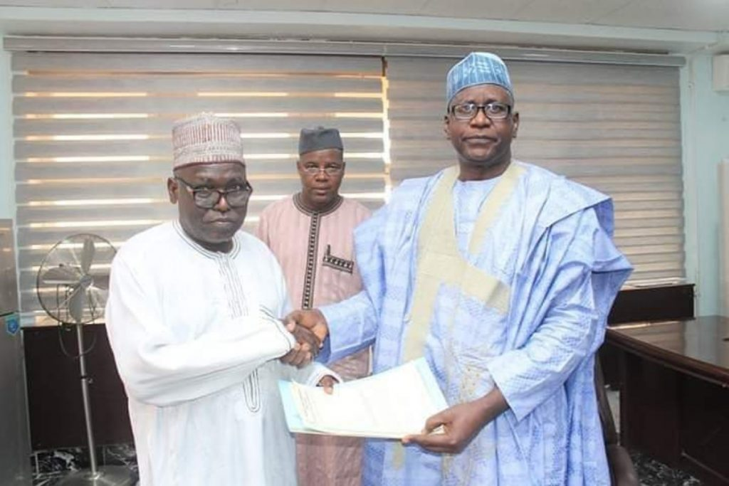 Professor Ibrahim Garba has handed over to the Deputy Vice Chancellor Academic – Prof Danladi Amodu Ameh as Acting Vice-Chancellor.