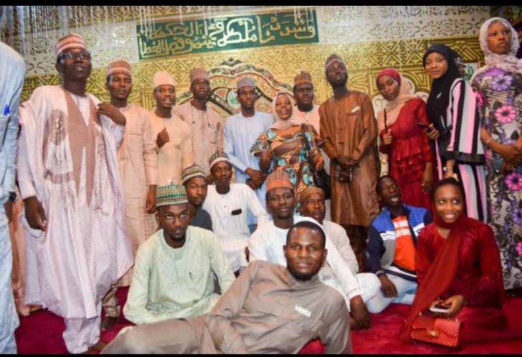 Emir of Kano Muhammadu Sunusi II Honored by ABU Students.