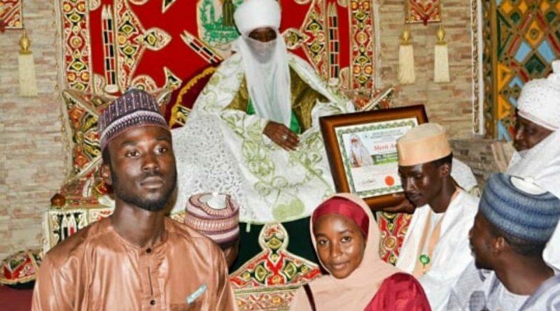 Emir of Kano Muhammadu Sunusi II Honored by ABU Students. 1